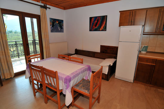 https://www.hotel-coral.gr/images/gallery/apartment1/1.jpg