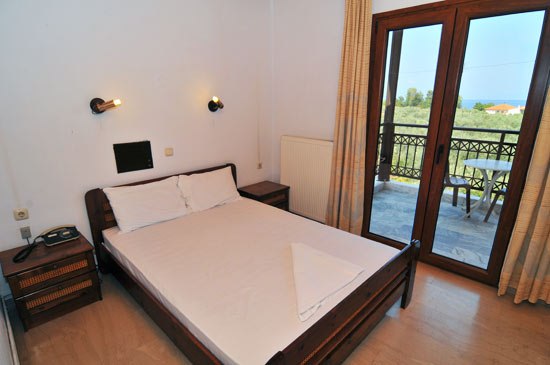 https://www.hotel-coral.gr/images/gallery/apartment1/6.jpg