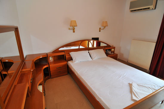 https://www.hotel-coral.gr/images/gallery/apartment2/2.jpg