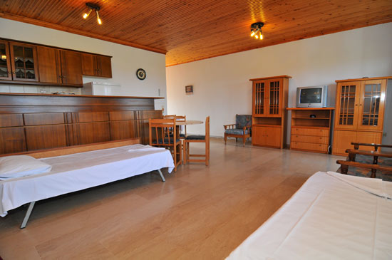 https://www.hotel-coral.gr/images/gallery/apartment2/6.jpg