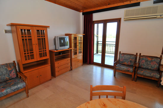 https://www.hotel-coral.gr/images/gallery/apartment2/7.jpg