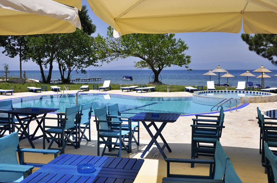 https://www.hotel-coral.gr/images/gallery/beach-bar/2.jpg