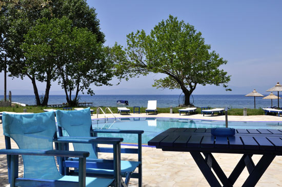 https://www.hotel-coral.gr/images/gallery/beach-bar/4.jpg