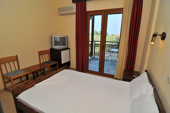 https://www.hotel-coral.gr/images/gallery/family_room/3.jpg