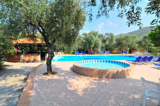 https://www.hotel-coral.gr/images/gallery/pool-bar/1.jpg