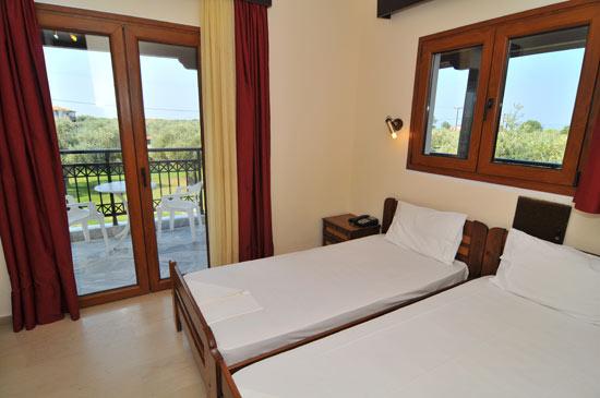 https://www.hotel-coral.gr/images/gallery/room1/3.jpg