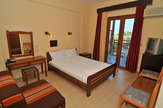 https://www.hotel-coral.gr/images/gallery/room3/1.jpg