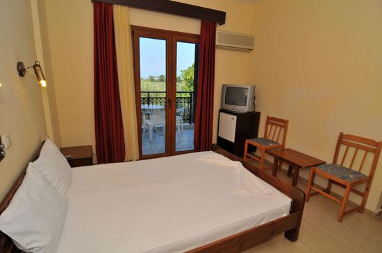 https://www.hotel-coral.gr/images/gallery/room3/2.jpg