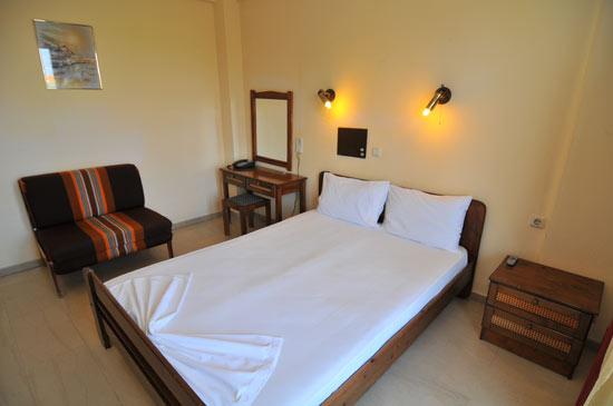 https://www.hotel-coral.gr/images/gallery/room3/3.jpg