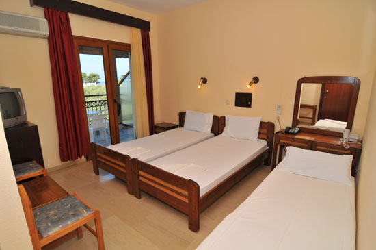 https://www.hotel-coral.gr/images/gallery/room4/1.jpg