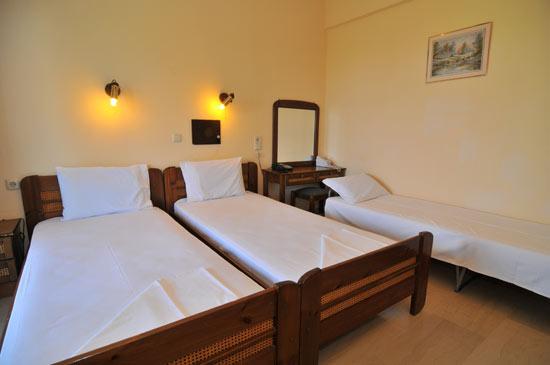 https://www.hotel-coral.gr/images/gallery/room4/2.jpg