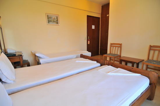 https://www.hotel-coral.gr/images/gallery/room4/3.jpg